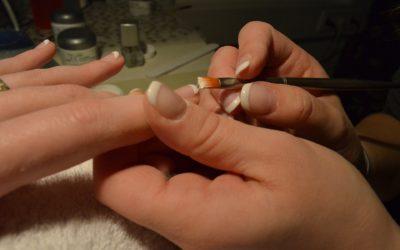Metody wykonanie francuskiego manicure metodą żelową